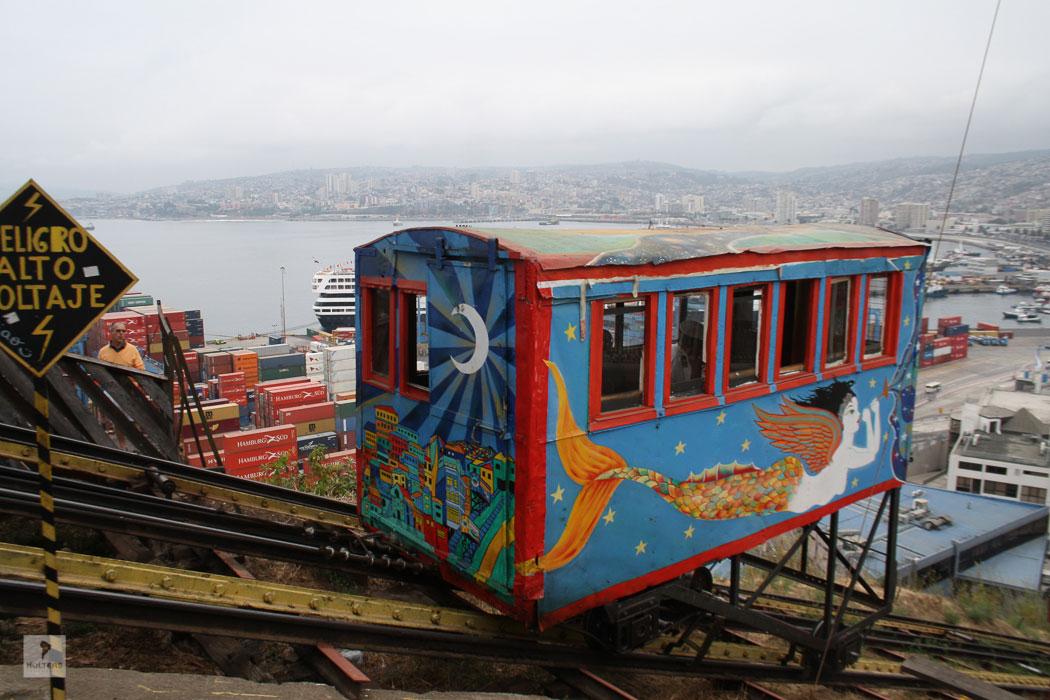 Rundreise Chile Argentinien – Valparaiso – Schrägaufzug mit Blick über den Hafen